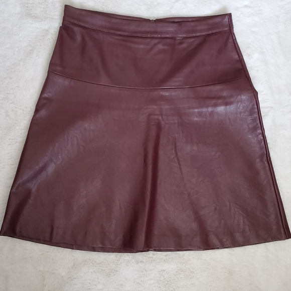 Reitmans burgundy faux leather skirt sz 2
